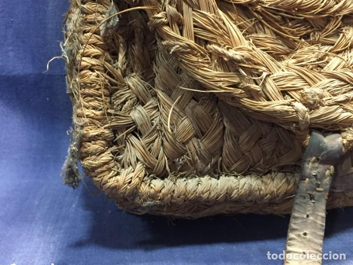 Antigüedades: ZURRON ESPARTO CORREA CUERDA ARTESANAL CUERO PPIO S XX 40X36X18CMS - Foto 25 - 210460600