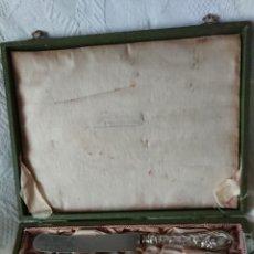 Antigüedades: JUEGO DE SEIS CUCHILLOS CON MANGO DE PLATA 800 EN SU CAJA. Lote 210470965