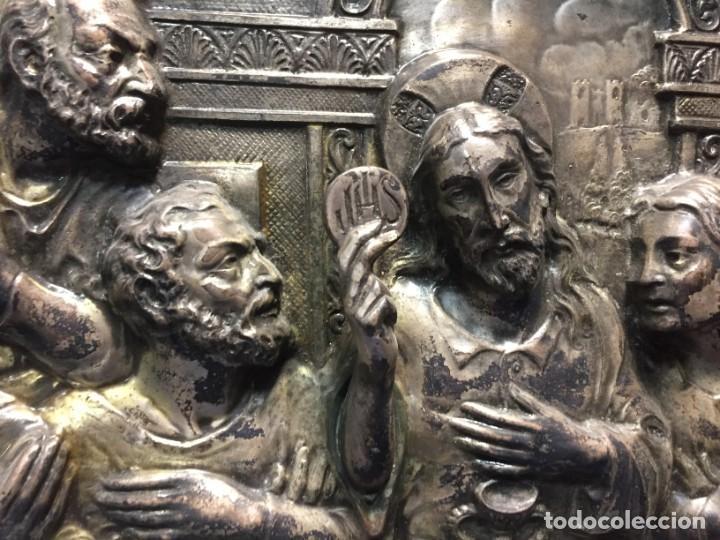 Antigüedades: ULTIMA CENA DE JESUS CRISTO METAL PLATEADO TROQUELADO ENMARCADO PPIOS XX 61X44,5CMS - Foto 8 - 210481535