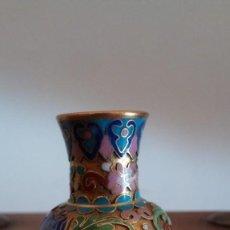 Antigüedades: JARRÓN MINIATURA CLOISONNE. CHINA. BRONCE Y ESMALTES. Lote 210485555