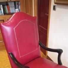 Antigüedades: SILLON DE MADERA LACADA NEGRO Y TAPIZADO CUERO ROJO. Lote 210540567