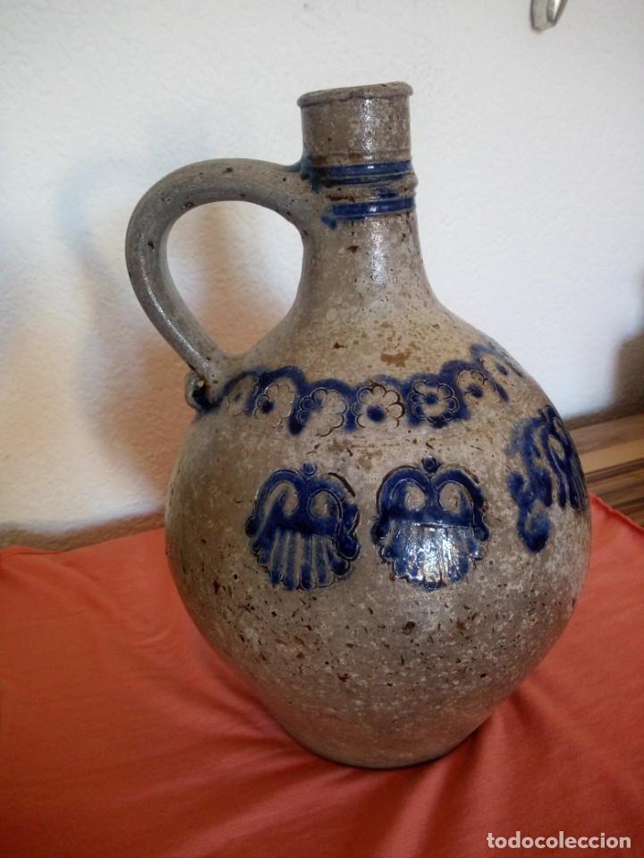 Antigüedades: Antigua garrafa con asa de cerámica popular, pintada a mano,siglo xix/xx - Foto 3 - 210541495