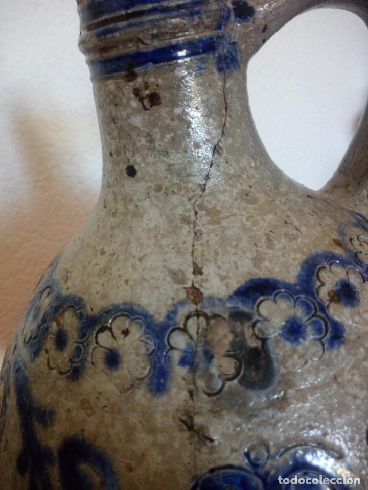 Antigüedades: Antigua garrafa con asa de cerámica popular, pintada a mano,siglo xix/xx - Foto 11 - 210541495