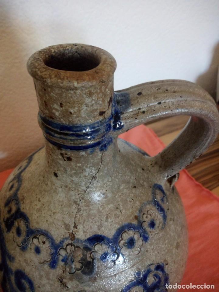 Antigüedades: Antigua garrafa con asa de cerámica popular, pintada a mano,siglo xix/xx - Foto 12 - 210541495