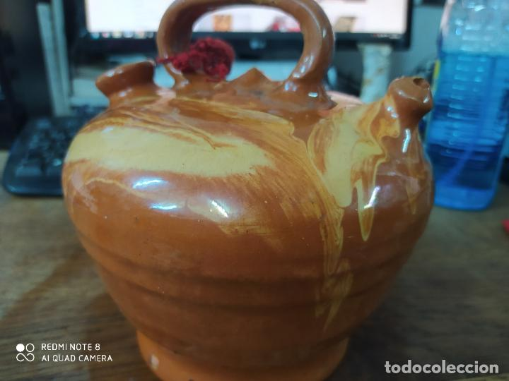 Antigüedades: Precioso botijo de la Bisbal. Antiguo. Vitrina 3 - Foto 2 - 210543435