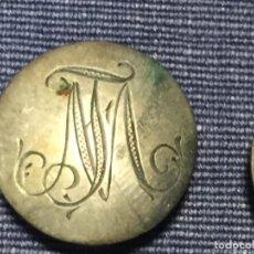 Antigüedades: TRES BOTONES ABOTONADURA PLATA BAJA HOJAL INICIALES MJ 19MM ESPAÑA S XIX. Lote 210543553
