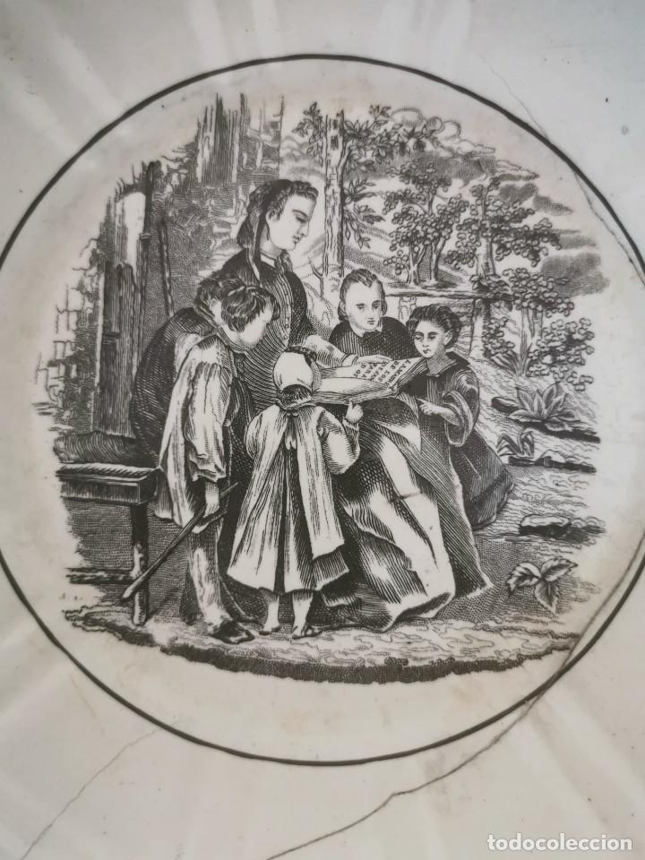 Antigüedades: Preciosa fuente de porcelana.Fábrica de Cartagena. La amistad. 1845-70 - Foto 2 - 210544277