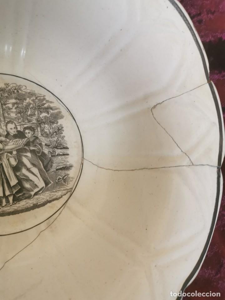 Antigüedades: Preciosa fuente de porcelana.Fábrica de Cartagena. La amistad. 1845-70 - Foto 3 - 210544277