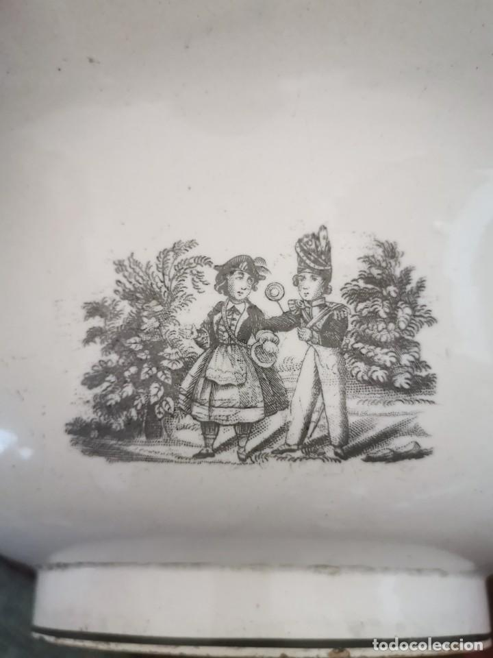 Antigüedades: Preciosa fuente de porcelana.Fábrica de Cartagena. La amistad. 1845-70 - Foto 6 - 210544277