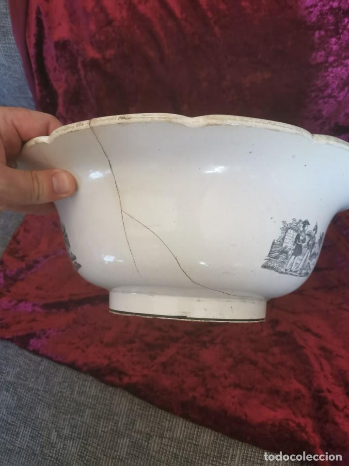 Antigüedades: Preciosa fuente de porcelana.Fábrica de Cartagena. La amistad. 1845-70 - Foto 9 - 210544277