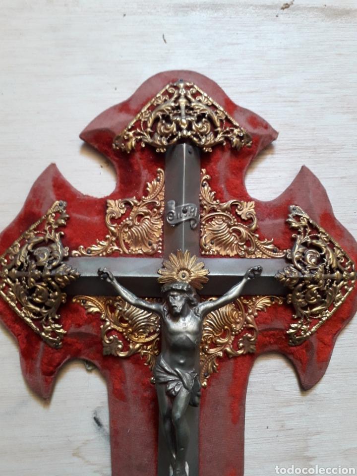 Antigüedades: Crucifijo en metal ornamentos de latón - Foto 2 - 210557378