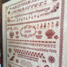 Antigüedades: PRECIOSO CUADRO ANTIGUO MUESTRARIO ABECEDARIO, ANIMALES, BORDADO EN PUNTO DE CRUZ - 58,5X49,5 CM. Lote 210579296