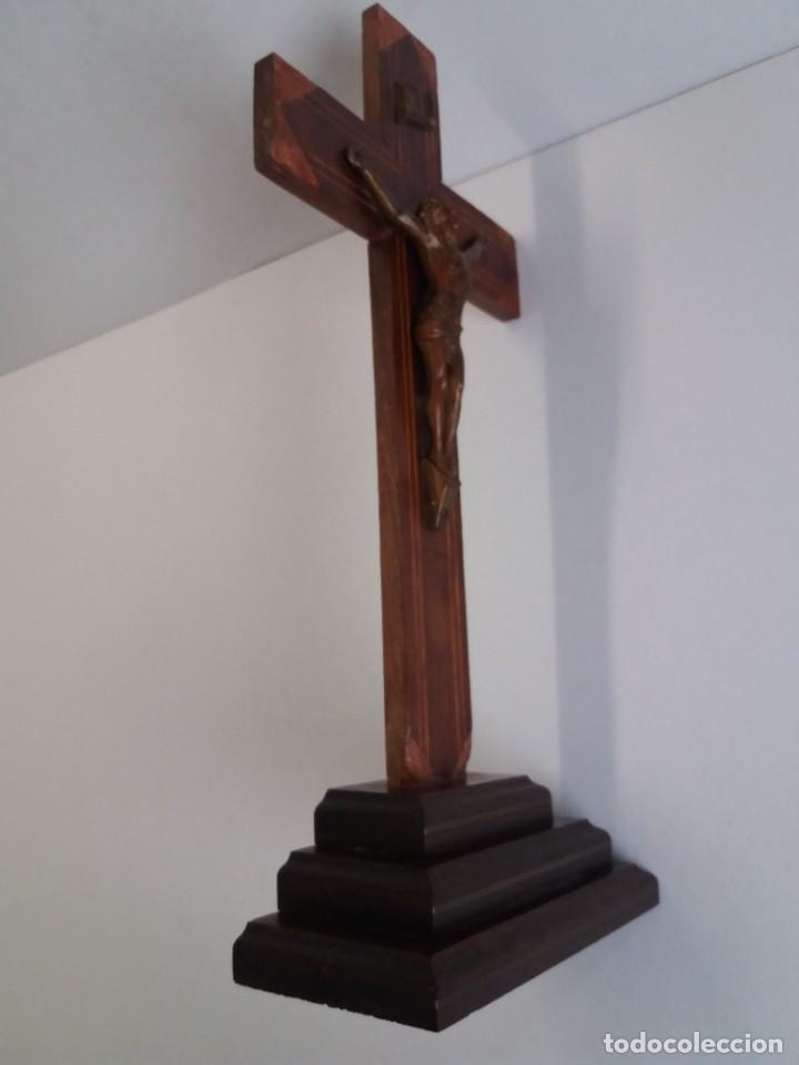 Antigüedades: ESPLENDIDO CRUCIFIJO SACRISTIA AÑOS 40´S BENDECIDO INCRUSTACIONES - Foto 6 - 210585767