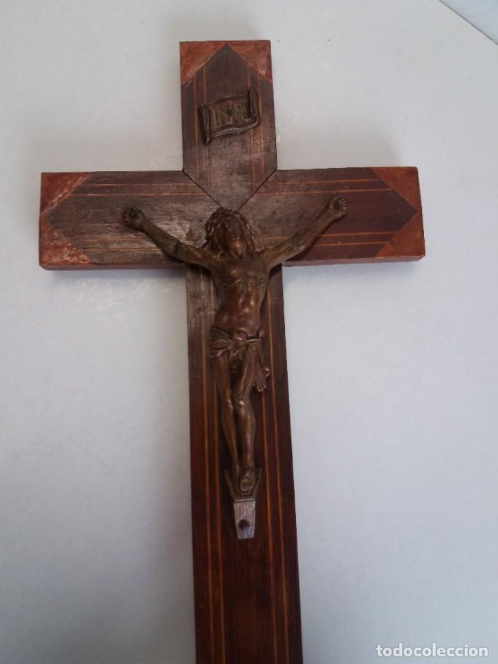 Antigüedades: ESPLENDIDO CRUCIFIJO SACRISTIA AÑOS 40´S BENDECIDO INCRUSTACIONES - Foto 16 - 210585767