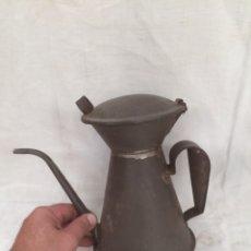 Antigüedades: ANTIGUA Y GRAN ACEITERA DE LATA!. Lote 210617736