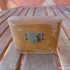 Antigüedades: CAJA DE MADERA ,CRISMERA O SANTOS ÓLEOS METAL. Lote 210624385