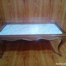 Antigüedades: BONITA MESA DE CENTRO DE MADERA MACIZA Y MARMOL. Lote 210638257
