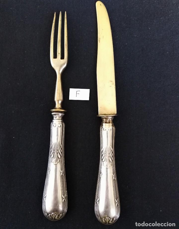 Antigüedades: Antiguos cubiertos compuesto por tenedor y cuchillo de plata maciza contrastada y baño de oro - Foto 2 - 210638748