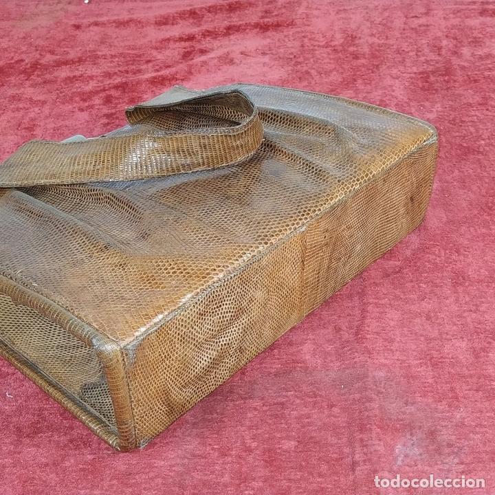 Antigüedades: BOLSO DE DAMA. PIEL DE REPTIL. HERRAJES DORADOS. ESPAÑA. CIRCA 1950 - Foto 22 - 210659570