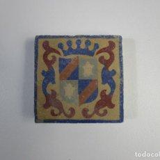 Antigüedades: ANTIGUO AZULEJO - BALDOSA - CERÁMICA POLICROMADA - ESCUDO HERALDICO. Lote 210728160