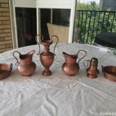 Antigüedades: COLECCIÓN DE 6 PIEZAS DE PLATITOS Y JARRITAS RÚSTICAS EN COBRE.. Lote 210736681