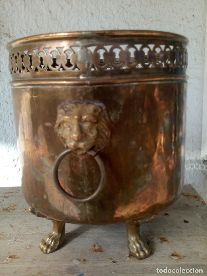 MACETERO ANTIGUO DE METAL (Antigüedades - Hogar y Decoración - Maceteros Antiguos)