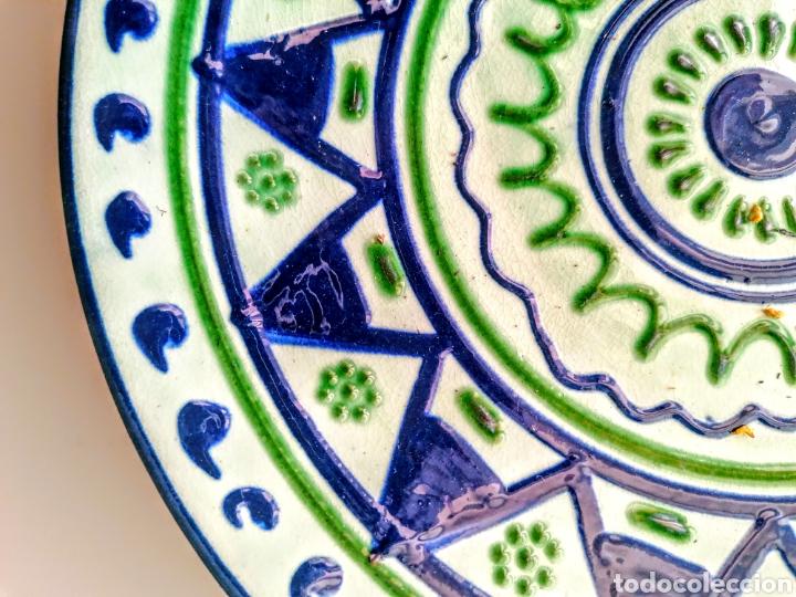 Antigüedades: Plato Ceramico firmado Puigdemont - Etnico en verde·y azul - Foto 2 - 210752810