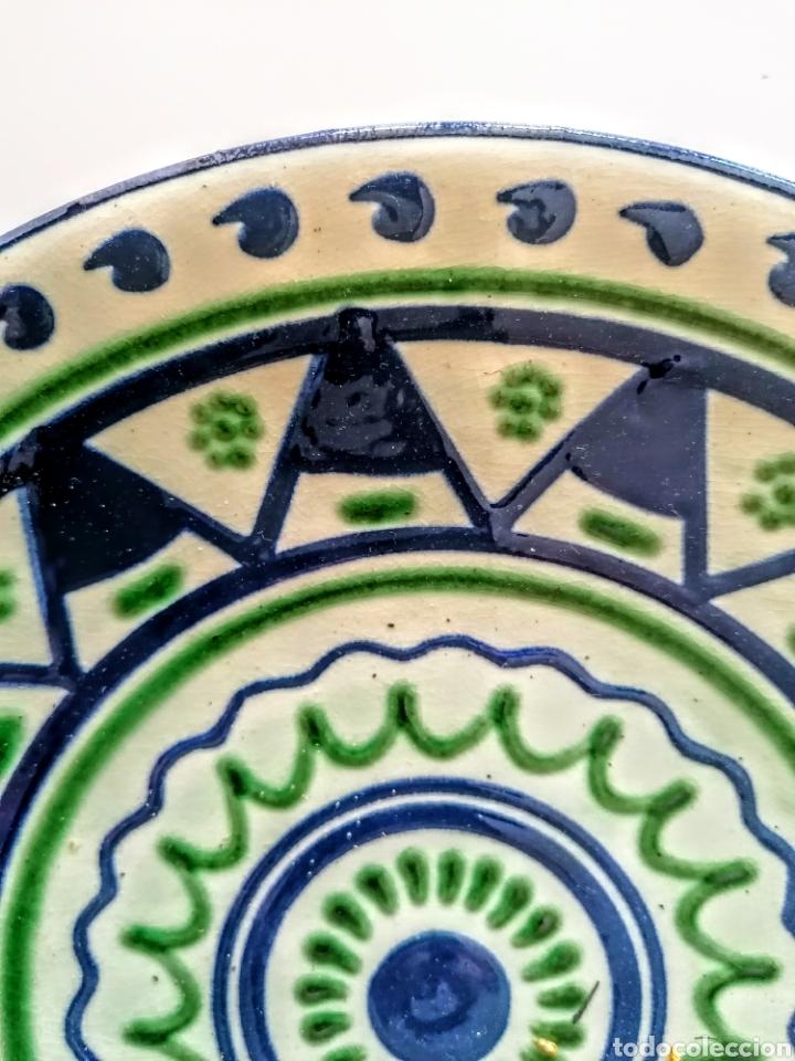 Antigüedades: Plato Ceramico firmado Puigdemont - Etnico en verde·y azul - Foto 4 - 210752810