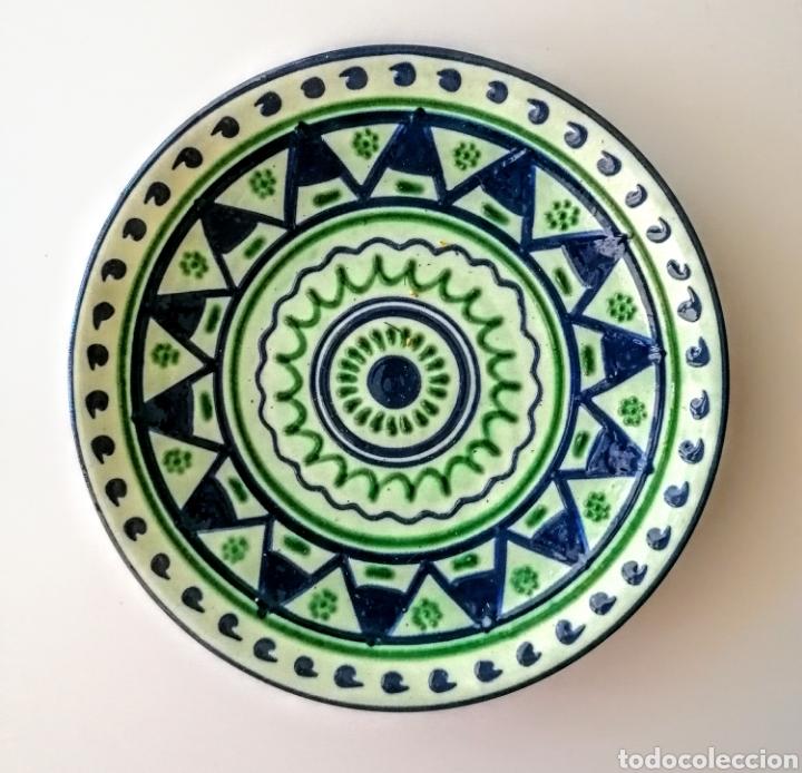 Antigüedades: Plato Ceramico firmado Puigdemont - Etnico en verde·y azul - Foto 6 - 210752810