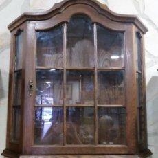 Antigüedades: VITRINA DE PARED DE MADERA DE CASTAÑO. Lote 210783472