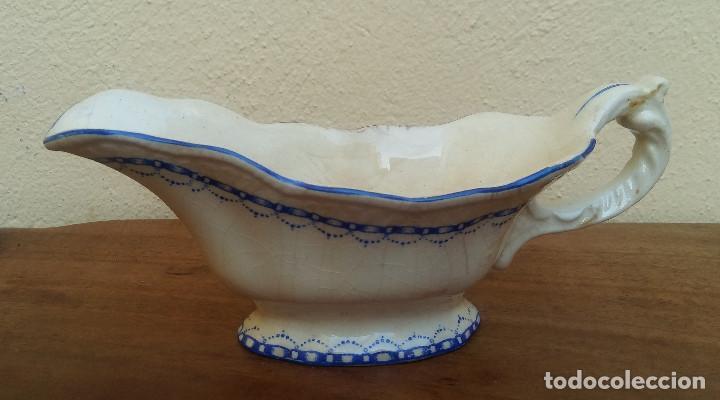 MUY ANTIGUA SALSERA DE LOZA, DECORADA FILIGRANA AZUL (Antigüedades - Porcelanas y Cerámicas - Triana)