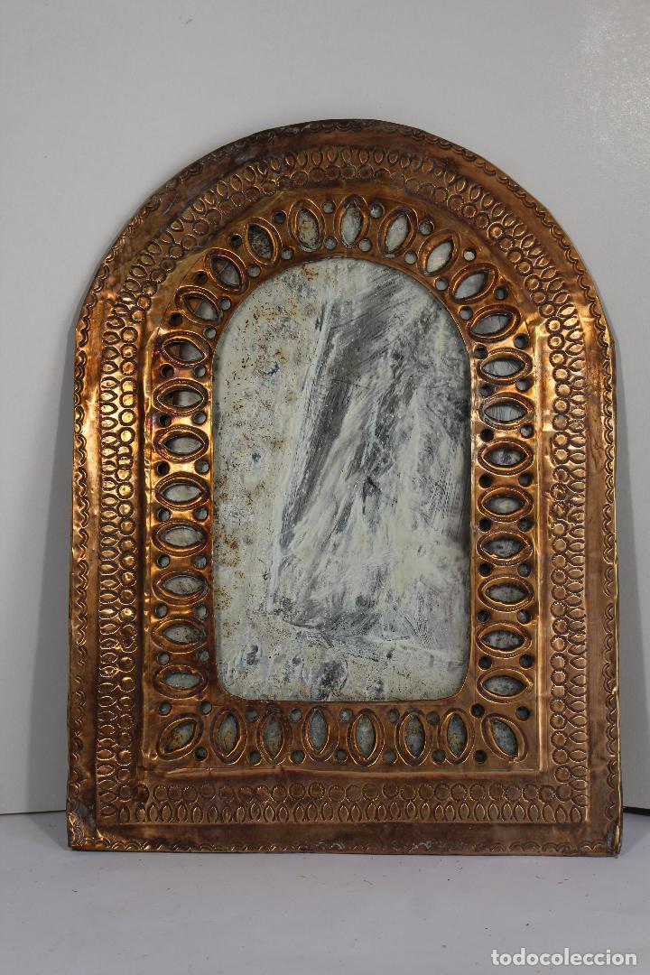 ESPEJO DE MARRUECOS EN LATON REPUJADO (Antigüedades - Muebles Antiguos - Espejos Antiguos)