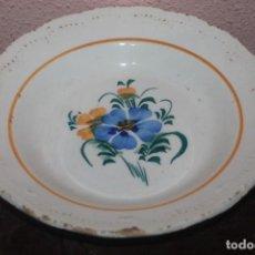 Antigüedades: ANTIGUO PLATO DE CERAMICA FLORAL DE SIGLO XIX. Lote 210816842