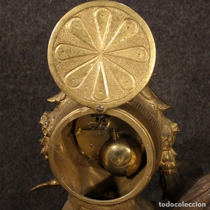 Antigüedades: Reloj francés en bronce y antimonio dorado - Foto 10 - 210817396