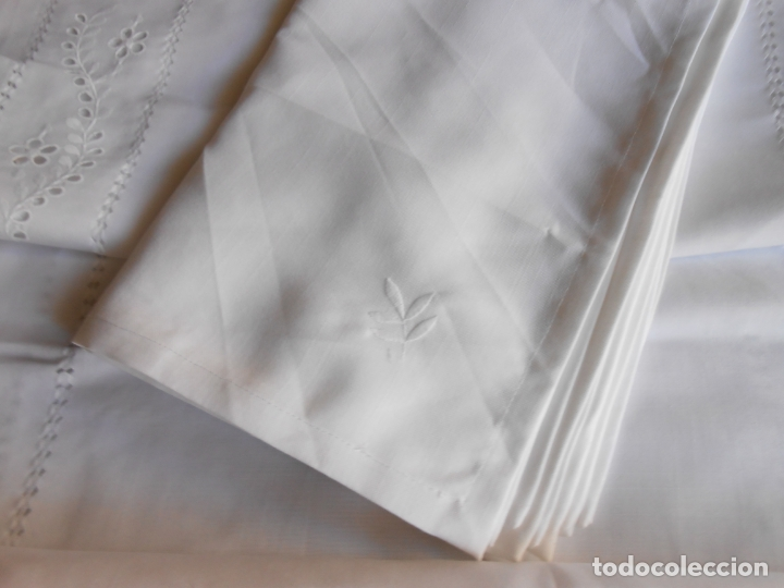 Antigüedades: Excepcional de grande manteleria beige claro 225 Redonda cm.12 Servilletas.Bordados y recortes.Nuevo - Foto 11 - 222029633