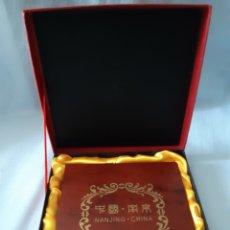 Antigüedades: PLACAS RECUERDO DE NANJING CHINA. Lote 210839796