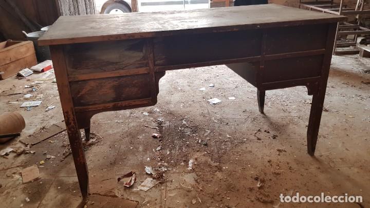 Antigüedades: Antigua mesa de despacho. Madera muy bien conservada. - Foto 3 - 210843240