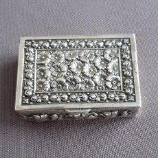 Antigüedades: CAJA PASTILLERO PLATA CON FLORES. K. THAMAR.. Lote 210950860