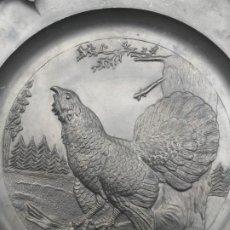 Antigüedades: PLATOS DE ZINC MOTIVO CAZA ALEMANES DE PARED. Lote 210951384