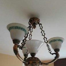 Antigüedades: LAMPARA TECHO BRONCE Y TULIPAS (1 CENTRAL ) OPALINA (3 EXTERIOR ) ALABASTRO MUY BUEN ESTADO.. Lote 210962260