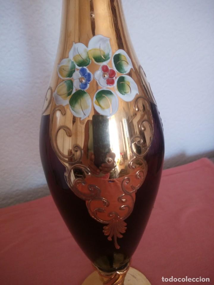 Antigüedades: Precioso jarron de cristal de murano,pintado a mano con oro y flores de porcelana en relieve,morado - Foto 10 - 211258307