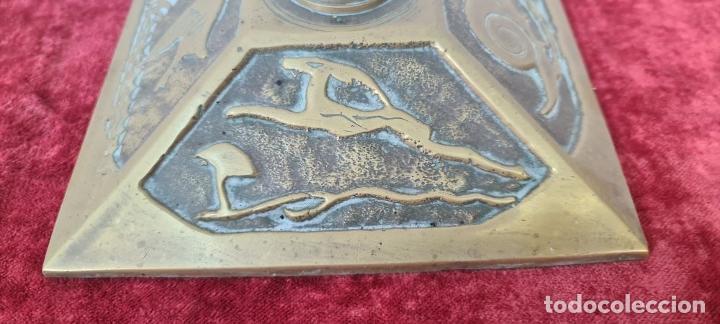 Antigüedades: CONJUNTO DE CHIMENEA EN BRONCE. ESTILO MODERNISTA. SIGLO XX. - Foto 7 - 211262827
