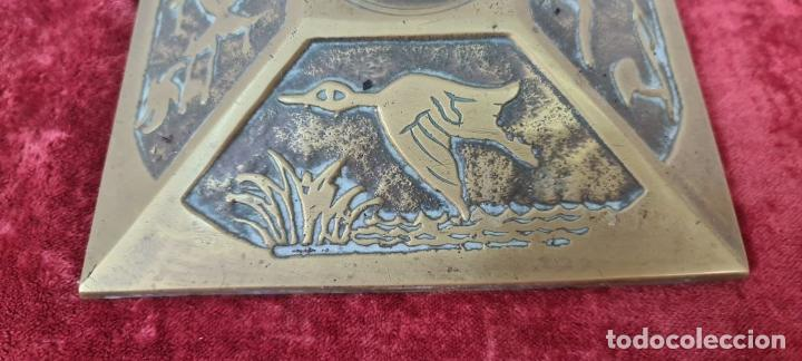 Antigüedades: CONJUNTO DE CHIMENEA EN BRONCE. ESTILO MODERNISTA. SIGLO XX. - Foto 9 - 211262827