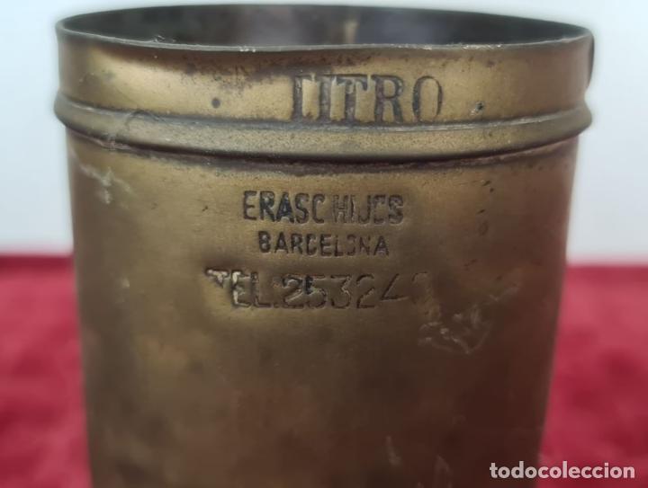 Antigüedades: CONJUNTO DE JARRAS. MESURAS PARA LÍQUIDOS. LATÓN. SIGLO XX. - Foto 2 - 211393249