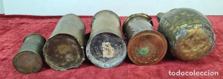 Antigüedades: CONJUNTO DE JARRAS. MESURAS PARA LÍQUIDOS. LATÓN. SIGLO XX. - Foto 11 - 211393249