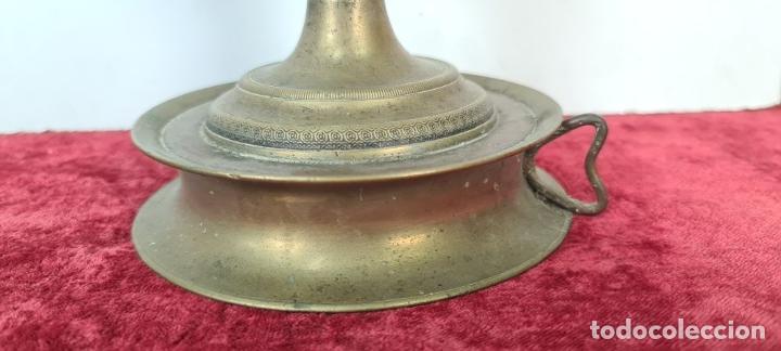 Antigüedades: LÁMPARA DE SOBREMESA EN LATÓN. PANTALLA DE PIEL PERGAMINO. CIRCA 1930. - Foto 8 - 211396306