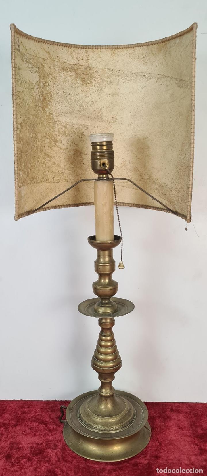 Antigüedades: LÁMPARA DE SOBREMESA EN LATÓN. PANTALLA DE PIEL PERGAMINO. CIRCA 1930. - Foto 9 - 211396306