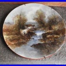 Antigüedades: PLATO DE PORCELANA CON ESCENA RURAL PINTADO A MANO POR DE BYON. Lote 211403519