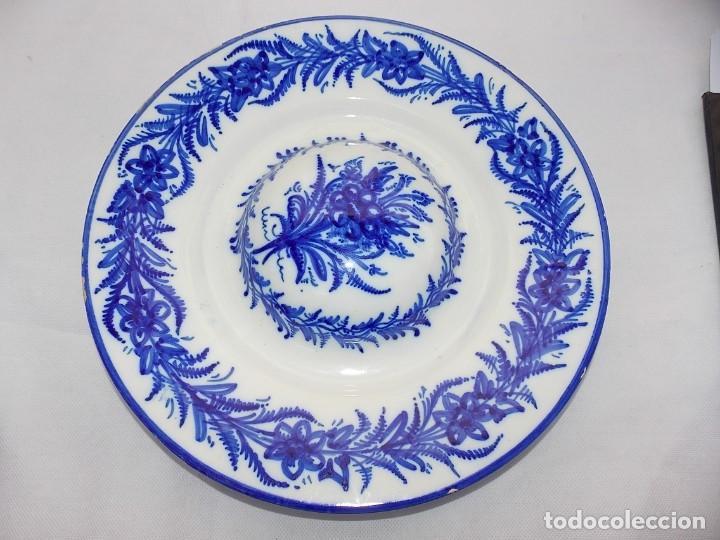 PLATO CERAMICA CON TETON LOZA MAESTRE BIAR FIRMADO (Antigüedades - Porcelanas y Cerámicas - Otras)