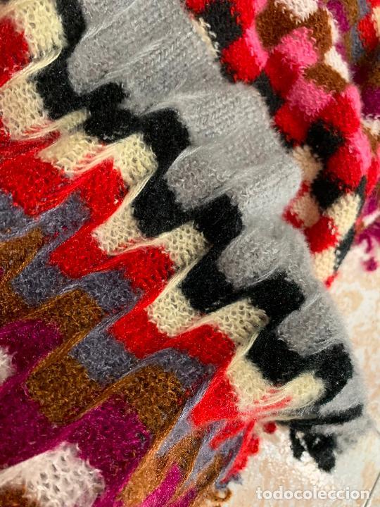 Antigüedades: Espectacular manton de punto de lana, Mide 190x60cms. Ideal tambien para pie de cama. impecable. - Foto 4 - 211456787